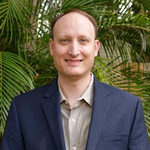 Mikael Wolfe Headshot